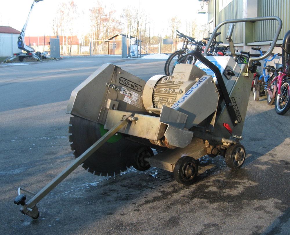 Golvsåg för betong och asfalt.